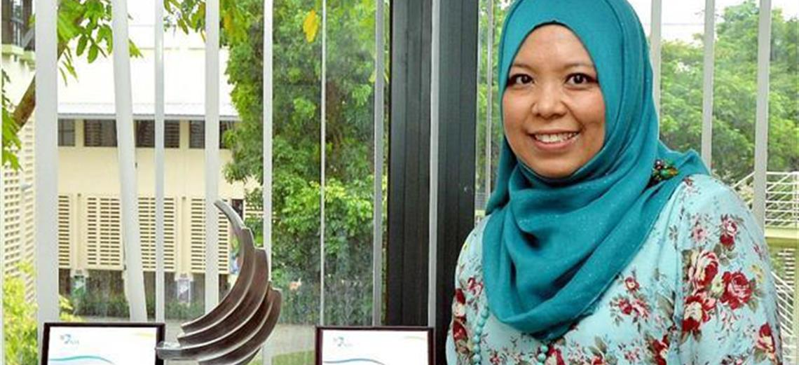 Dr. Norhaida Aman featured in a Berita Harian article and also named as inspiring teacher by ELL/NIE valedictorian & Koh Boon Hwee Scholar, Seetaram Panday